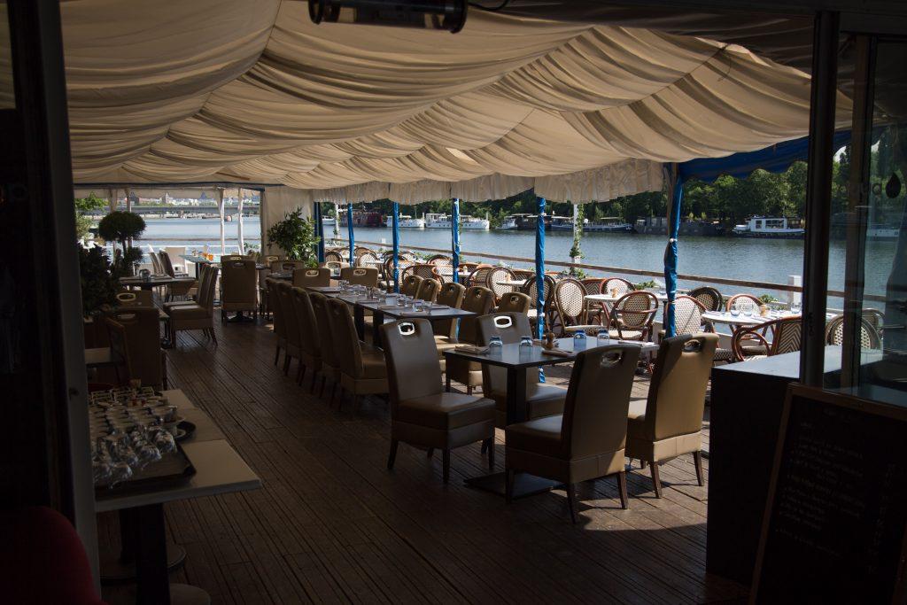 Aqua Restaurant, au bord de la Seine